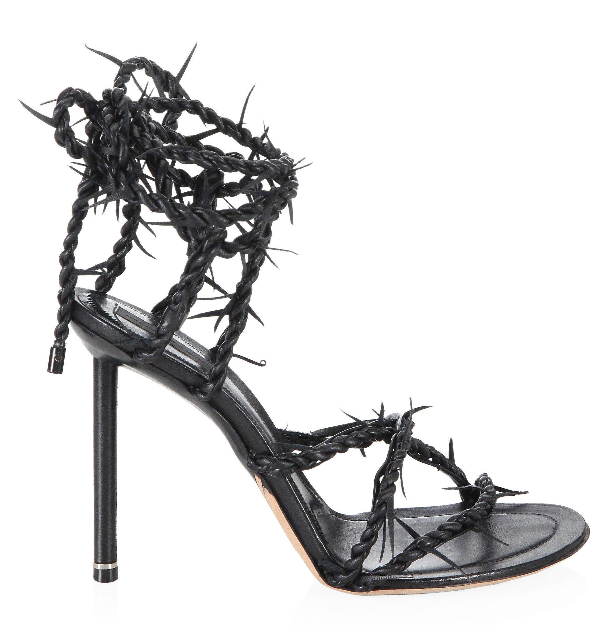 Holy Fashion: La influencia de la cultura religiosa en la industria de la moda.